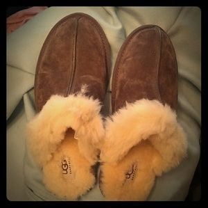 Ugg cozy shearling house slippers